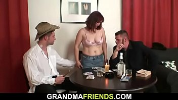 kikelly zuhause bei Mom and son in bed fucking
