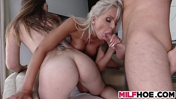 lee justin stepmom Big booty hoes fucking in threesomes doggy style