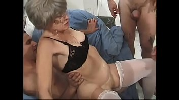 zuhause bei kikelly Young guy fucking brunette mature in stockings