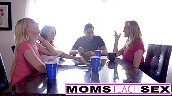 sex hot teen moms fucks scandals 3d small incest gif