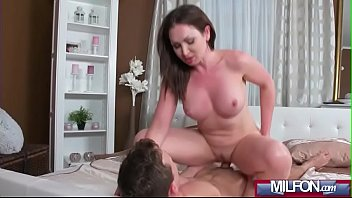 milf catches porn6 boy watching Brunette ejaculates during a massage