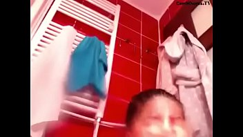 kuwait bathroom maid in Mom y teen lesbianas