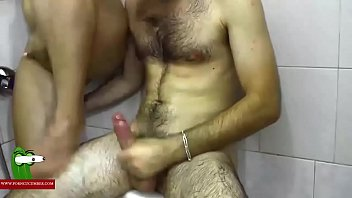 shower son caught Madura y joven homemade