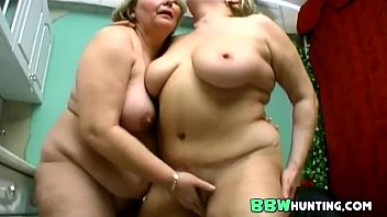 couple chubby outside Entre hermanos no se puede